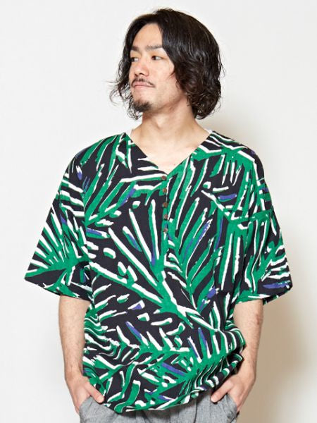 GEOM Pattern V Neckline Men's Top-Ametsuchi