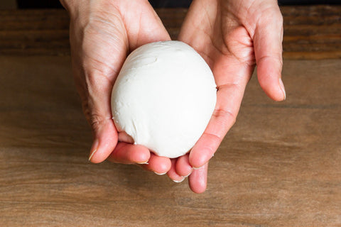Make easy and quick mozzarella ball with an Urban Cheesecraft cheese kit