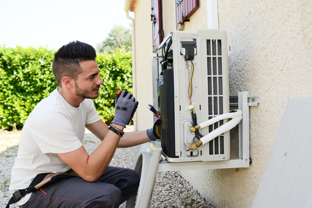 How to check an air conditioner installer's licence?