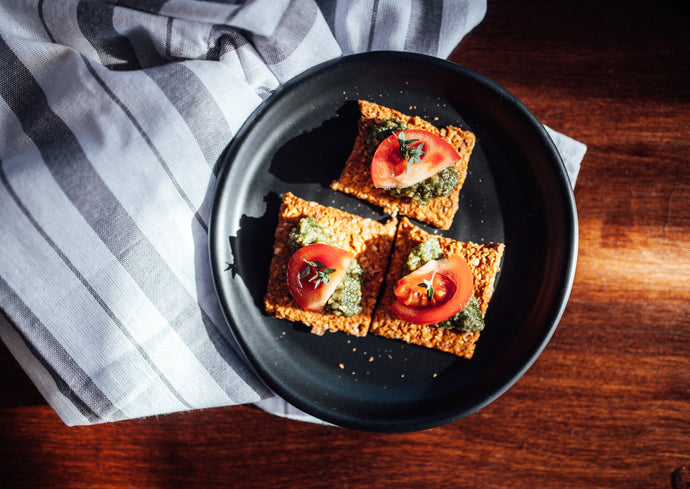 Sundried Tomato and Almond Crackers from Make it Raw. Made with activated almonds, organic flaxseed and sundried tomatoes.