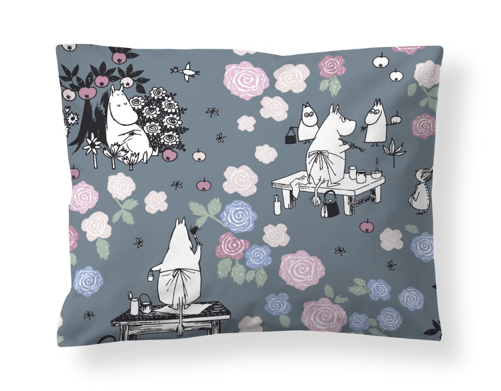 Moominmamma is daydreaming Pillowcase