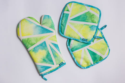 Triangles Oven Mitts and Pot Holder Set