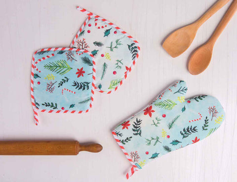 Christmas Oven Mitts and Pot Holder Set