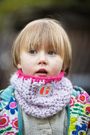 Sustainable children's accessories. high- visibility, light reflective knitted pink snood