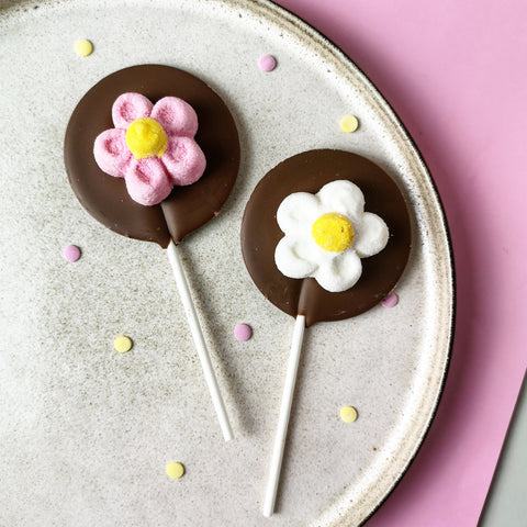 Milk Chocolate Marshmallow Flower Lollipop - The Home Of Fully Loaded boozy Chocolate. Large Slabbs of boozy chocolate with a variety of alcoholic ganaches; gin, rum, whisky, amaretto, baileys and toppings. Available as monthly subscriptions.