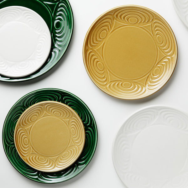 Japanese Ceramic Plates for a Chic and Mood-Lifting Dinner