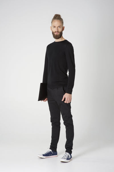 Men's Long-sleeved crew neck shirt in midweight black merino by Feelwear_model wearing shirt and trousers