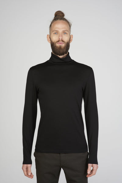 Men's slim-fit turtleneck sweater in black merino by Feelwear_ front view close up