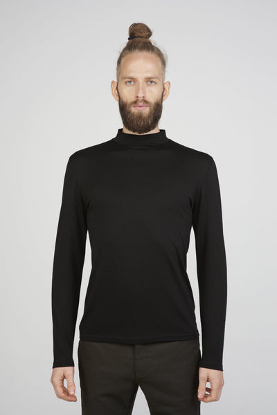 Men's slim fit mock turtleneck sweater in black merino_ front view close up