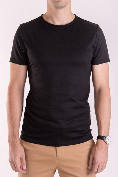 Men's slim fit o-neck T-shirt in black lightweight (160gsm) mulesingfree merino by Feelwear_ front view close up