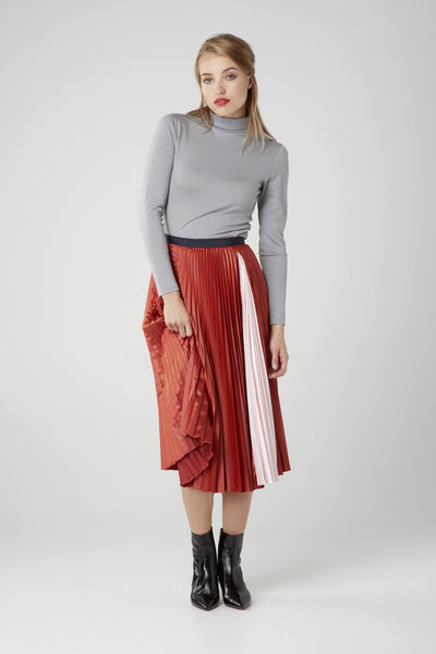 Women's turtleneck top in ultrafine grey merino by Feelwear_ model wearing top and skirt