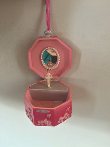 C8222 Jewelry Box with Ballerina Ornament