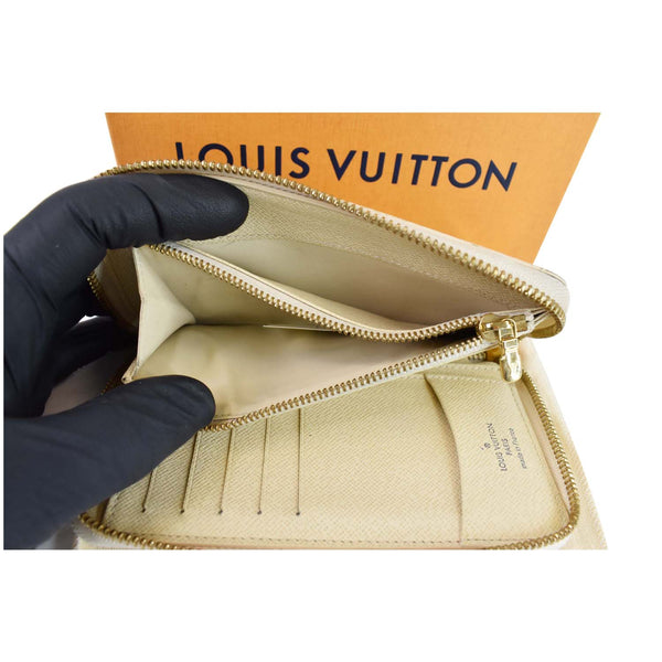 Louis Vuitton Damier Azur Zippy Organizer Wallet White - internel pockets