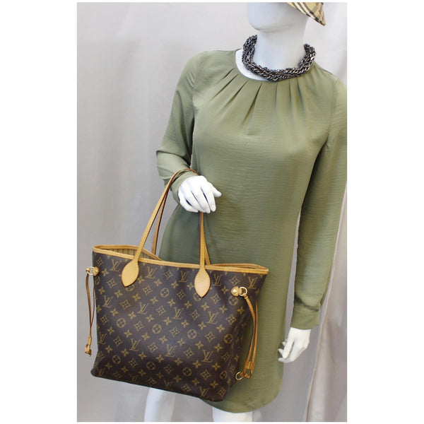 Louis Vuitton Neverfull MM Canvas Tote Shoulder Bag