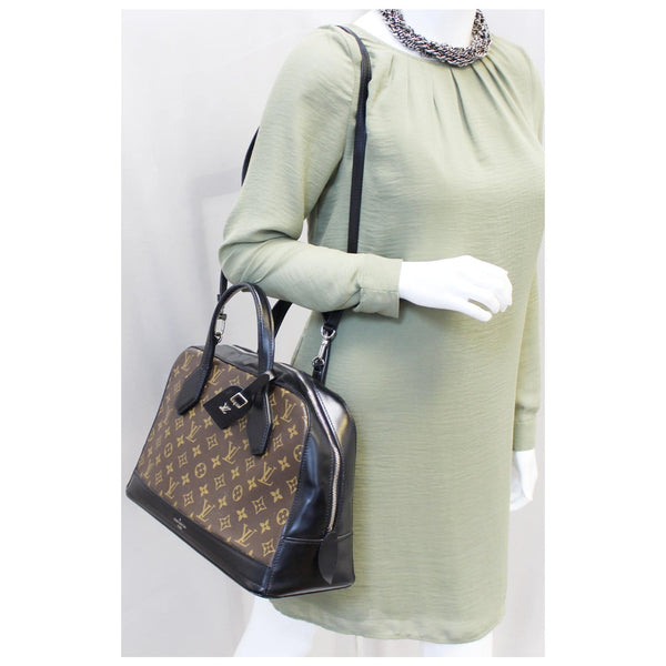 Louis Vuitton Dora MM - Lv Monogram Shoulder Handbag on sale