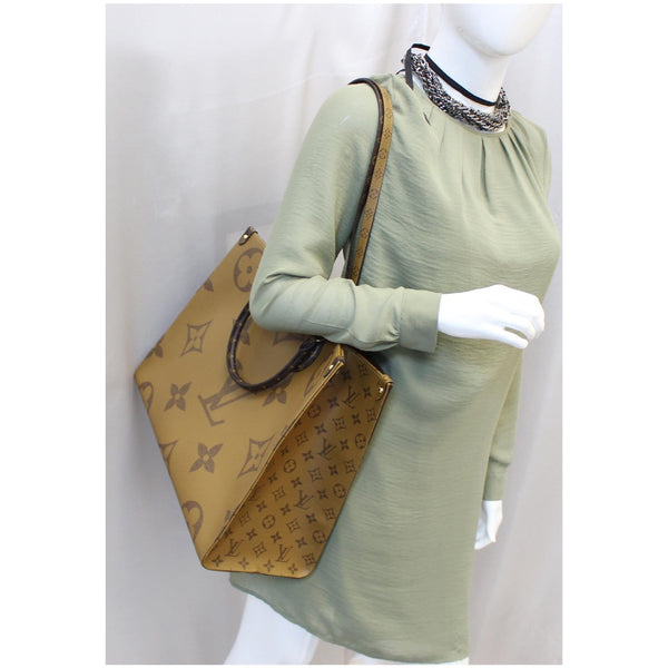 LOUIS VUITTON Onthego Reverse Monogram Giant Canvas Shoulder Bag Brown