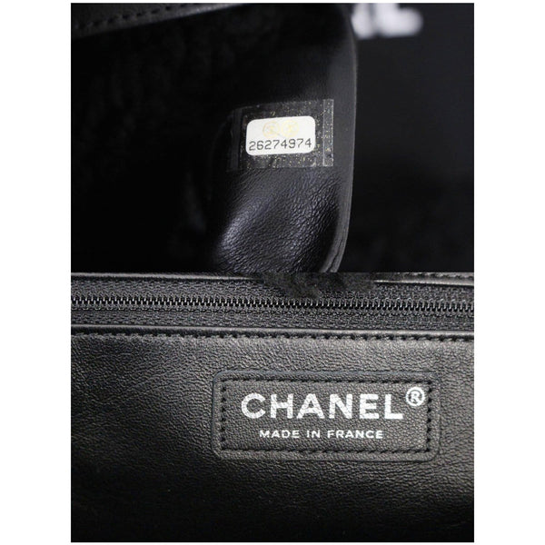 Chanel Tote Bag Cozy CC Shearling and Lambskin Black - logo