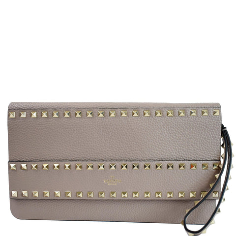 VALENTINO Garavani Rockstud Flip Leather Clutch Bag Poudre