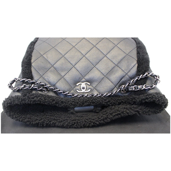 Chanel Tote Bag Cozy CC Shearling and Lambskin Black - front view