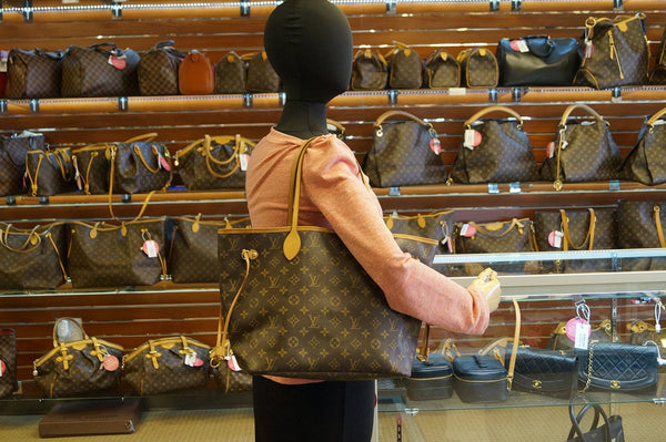LOUIS VUITTON Monogram Neverfull MM Shoulder Bag