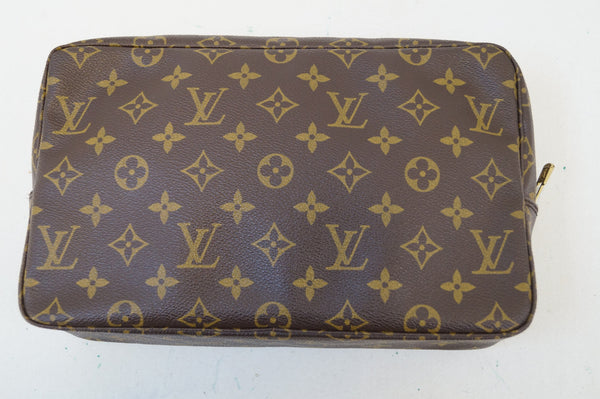 LOUIS VUITTON Trousse Toilette 28 Monogram Cosmetic Pouch