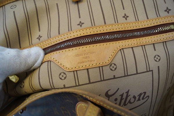 LOUIS VUITTON Monogram Neverfull GM Shoulder Bag.