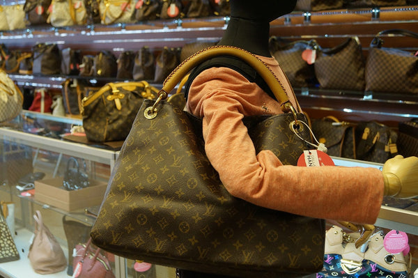 LOUIS VUITTON Artsy MM Monogram Canvas Tote Handbag