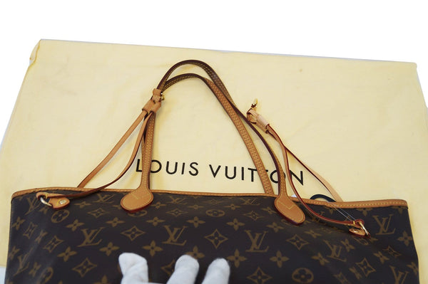 Authentic LOUIS VUITTON Monogram Neverfull MM Shoulder Bag E3157