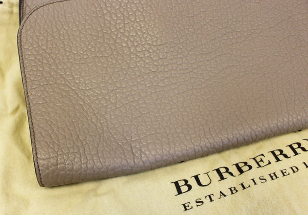 Burberry Clutch Heritage Sonnet Grain Leather - side view