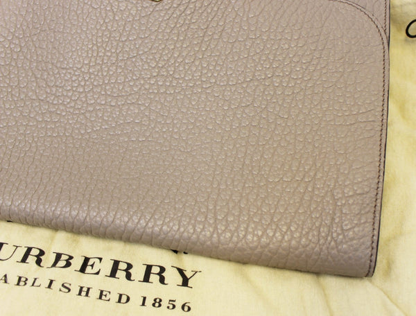 Burberry Clutch Heritage Sonnet Grain Leather - corner