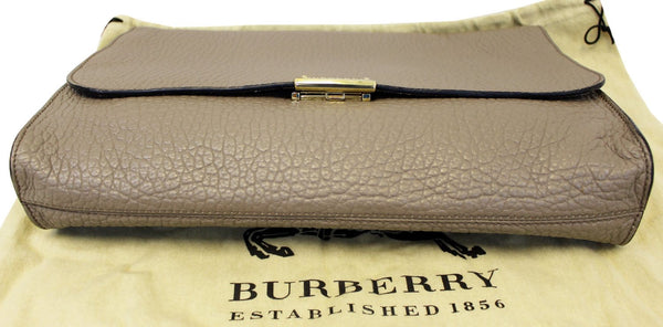 Burberry Clutch Heritage Sonnet Grain Leather - bottom view