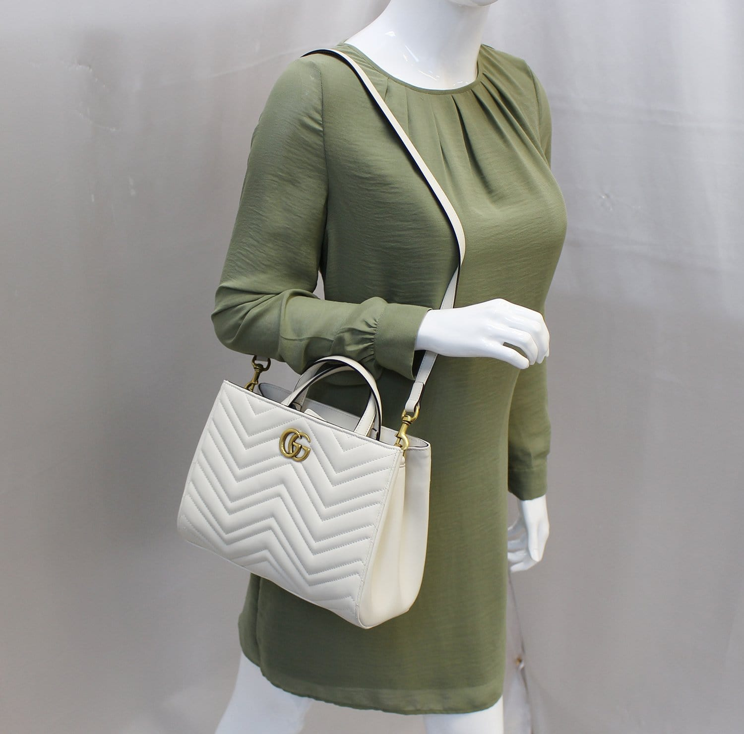 a215e375afde GUCCI GG Marmont small Matelassé Top Handle White Tote Bag 448054