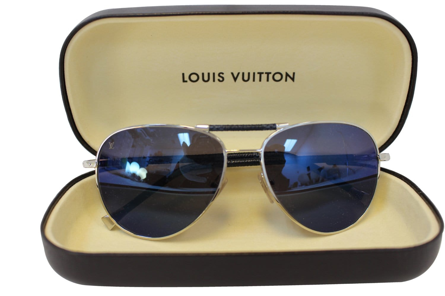 17b3a35b3cb LOUIS VUITTON Metal Frame Black Petite Viola Pilot Sunglasses ...
