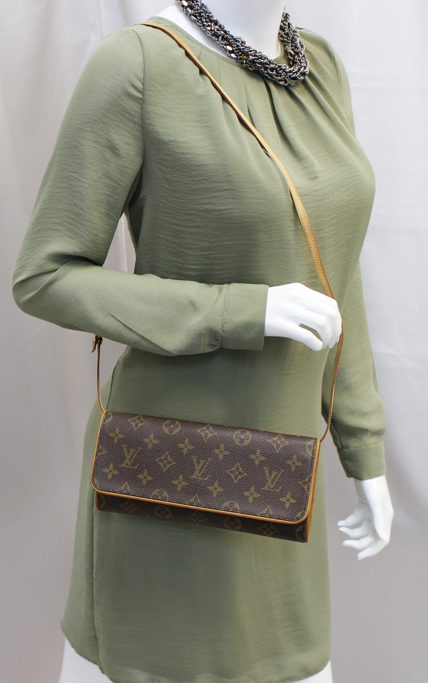 LOUIS VUITTON Monogram Canvas Pochette Twin GM Crossbody Bag E4116 292b5637e291e