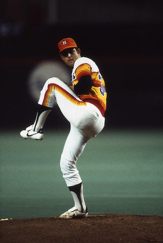 Nolan Ryan winds up