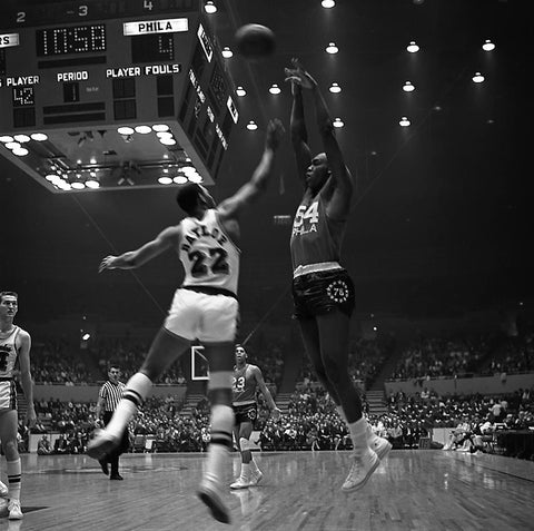 Elgin Baylor Defends