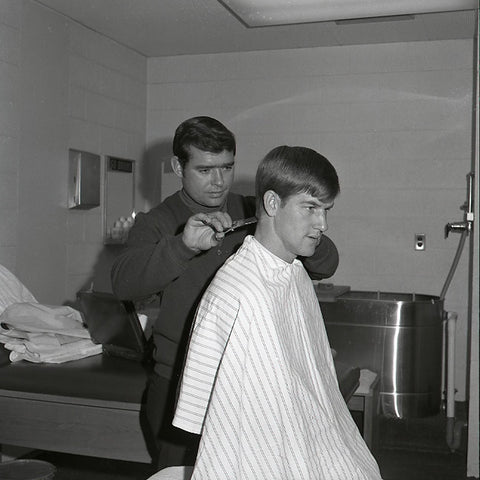 The Lindsay Clipper gives Bobby a trim