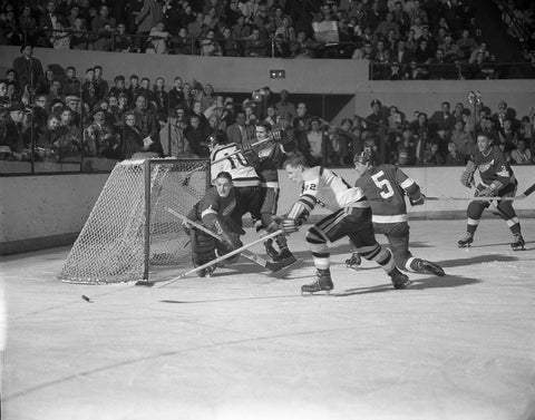 Sawchuk Follows The Puck