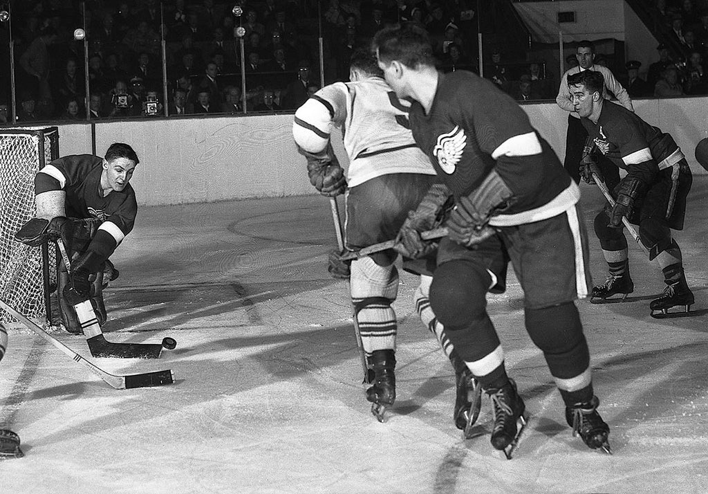 Sawchuk plays the puck