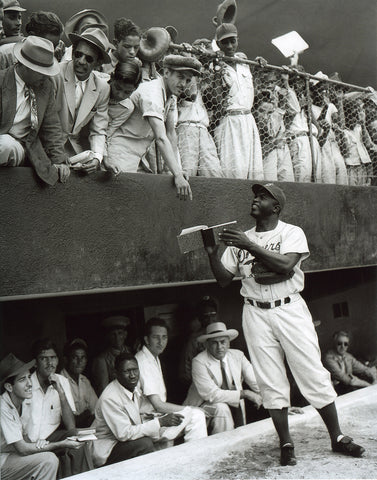 Jackie signs autographs in Cuba