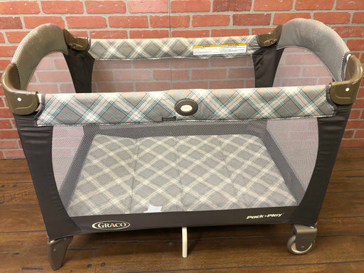 Graco Pack N' Play With Changer