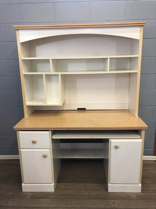 Child's Desk With Hutch