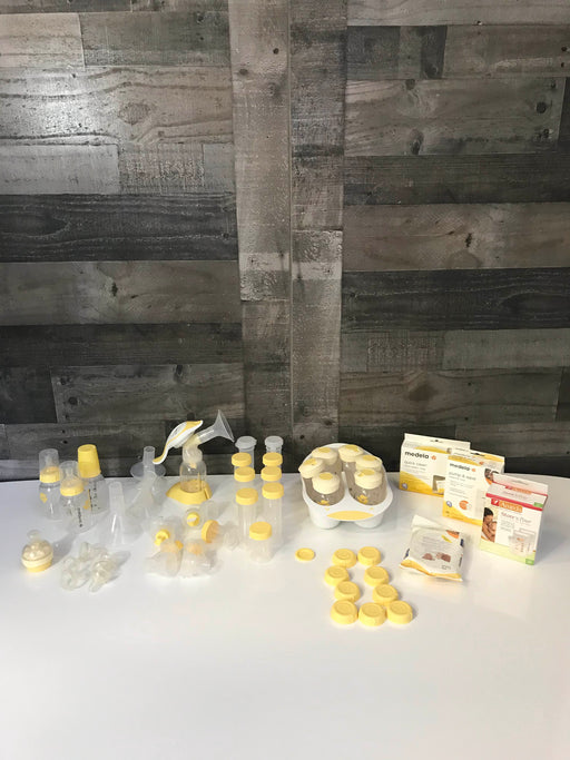 Medela Hand Pump And Accessories