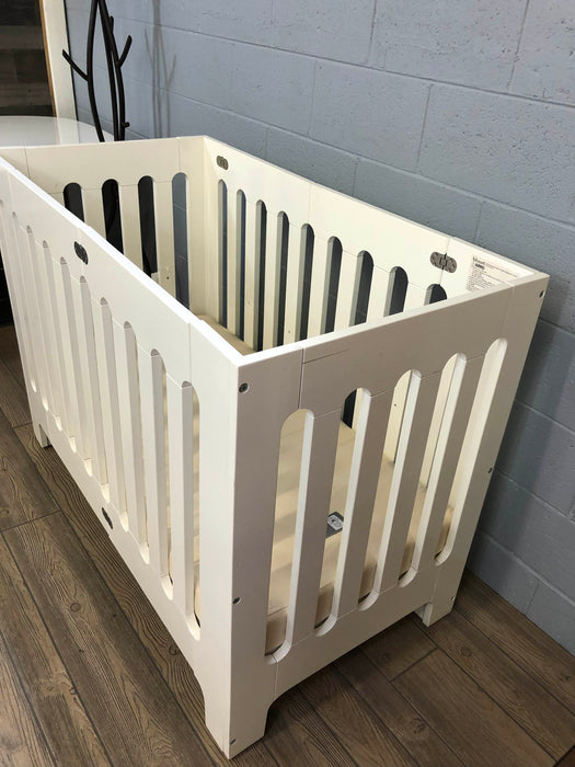 Bloom Alma Papa Solid Wood Mini Crib
