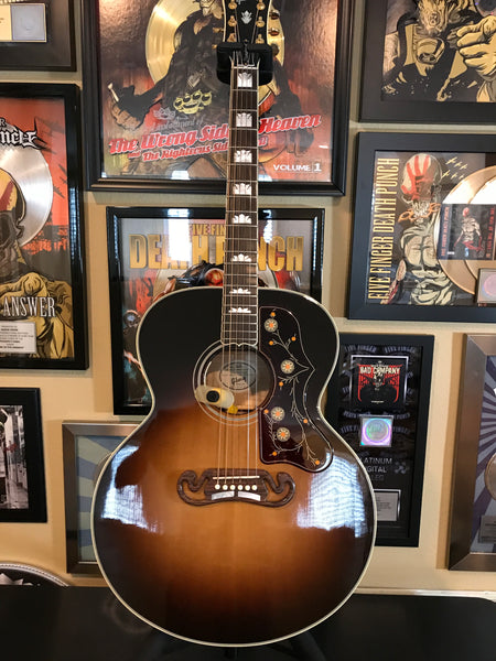 Gibson SJ200 with LR Baggs Pickup upgrade