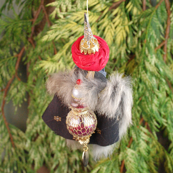 Wiseman/Maji - King of East brings gift or Myrrh- Nativity Figurine Christmas Ornament -Hanging Ornament-kenfolks