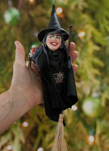 La Bafana Italian Santa Claus - Italian folklore - Christmas around the world - Witch with basket of presents - Black Christmas Ornament-Limited Edition-kenfolks
