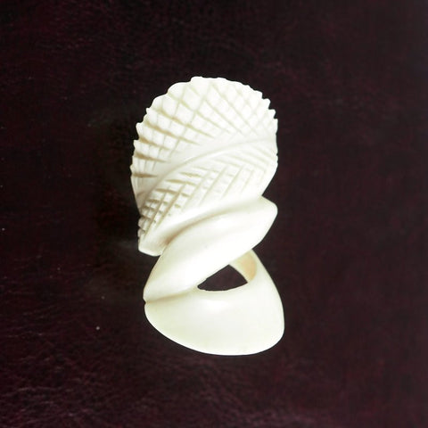 Carved Bone Ring | Bague en os ciselé - Latitudes Decor