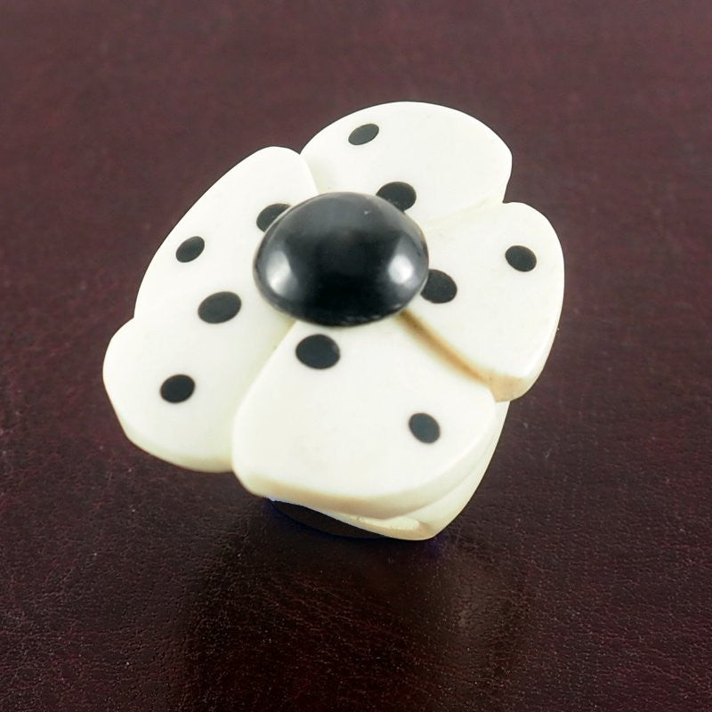 Flower dots Bone Ring | Bague en os - Latitudes Decor