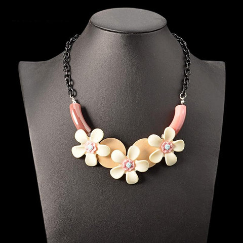 Viviana Delicate Wood Flowers Necklace